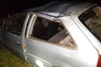 Sin justificación para romper la cuarentena, cuatro personas circulaban en auto y volcaron