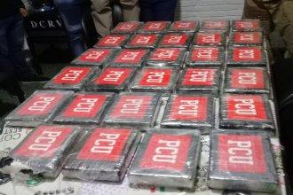 Mientras hacía una recorrida para juntar animales, un peón rural halló casi 32 kilos de cocaína