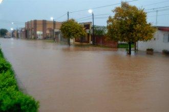 Llovieron casi 100 milímetros y las calles se convirtieron en lagunas