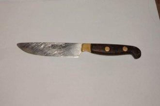 A punta de cuchillo, dos menores asaltaron a una mujer y fueron detenidos