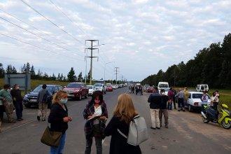 """Postales de una tarde de protesta en la """"Triple Frontera"""" contra el bloqueo del acceso sur"""