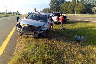 Padre e hijo viajaban por la autovía 14, cuando su auto perdió el control y terminó volcando