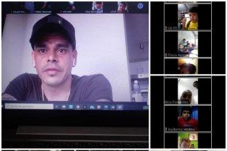 No olvidó sus raíces: Bou charló por videoconferencia con niños que juegan en el club que lo vio crecer
