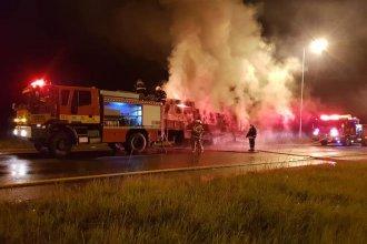 Sufrió quemaduras al intentar desenganchar su camión incendiado