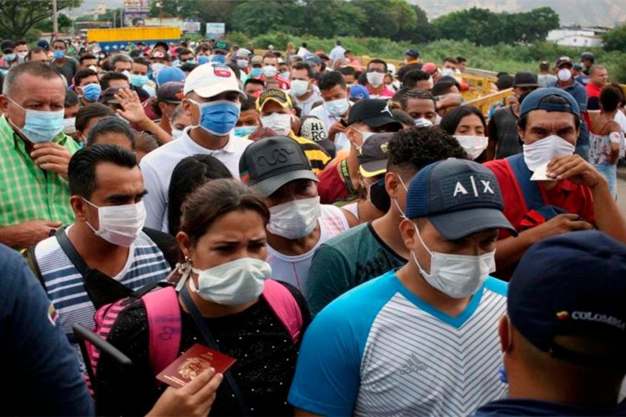 Protesta con barbijos en Venezuela