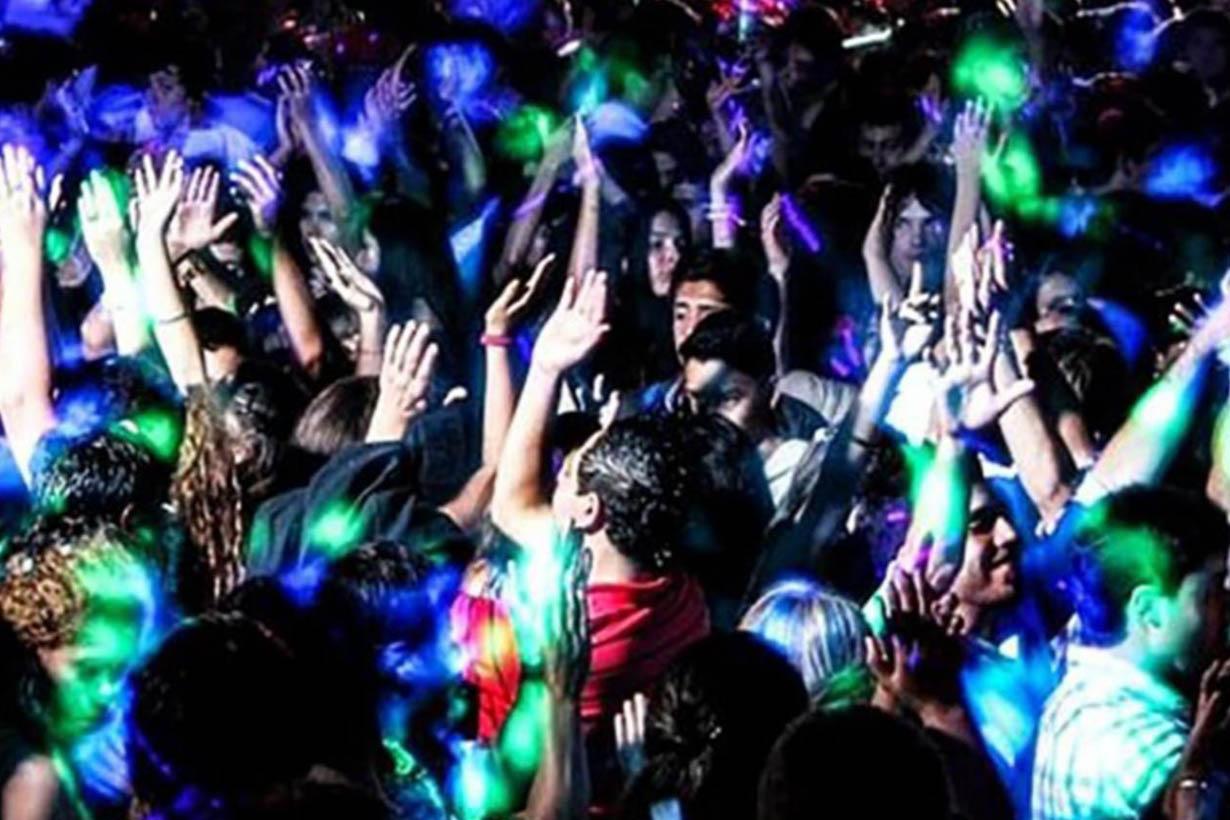 En plena cuarentena, en una ciudad entrerriana realizaron una fiesta  clandestina con 40 personas - Noticias - Elentrerios.com