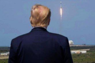 Mientras su suelo se prende fuego, Estados Unidos apunta a China y mira al espacio