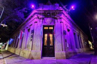 """Con el recuerdo de Cintia y luces de color, la municipalidad de Colón se sumó al """"Ni una menos"""""""