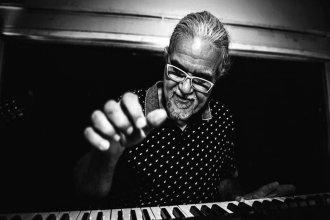 """Músico concordiense es el """"pianista desconocido del Litoral"""" de un tema de Sumo"""