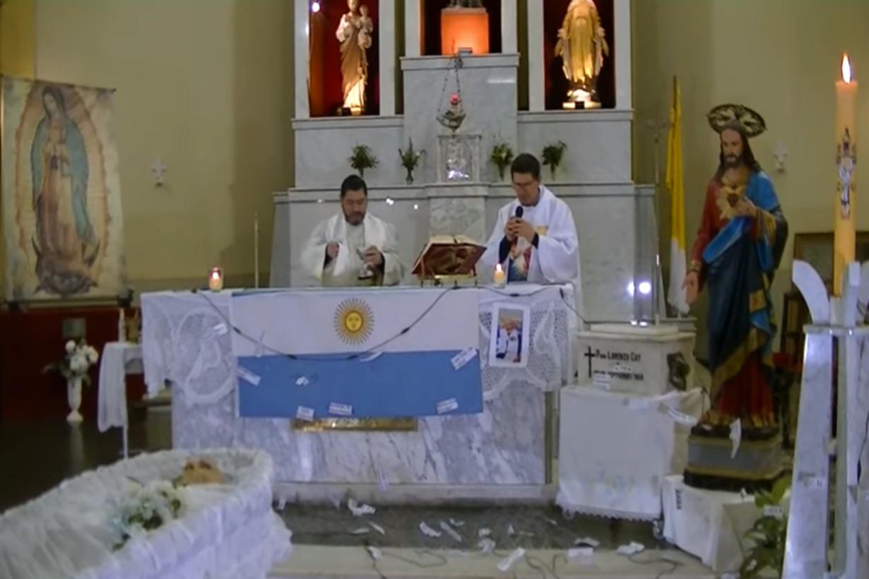 La misa de cuerpo presente fue transmitida en vivo
