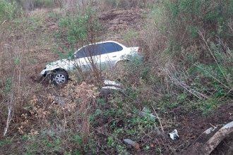 Por un desperfecto mecánico, un hombre despistó en su automóvil y fue hospitalizado