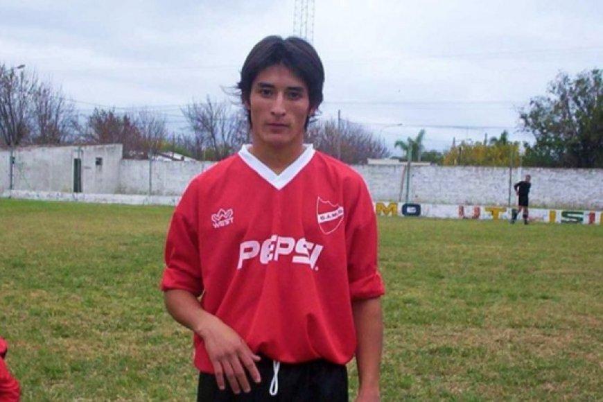 Casco cuando jugaba en el club de su ciudad.