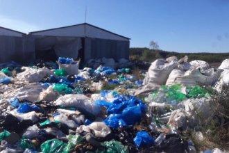 """Una cooperativa se hará cargo de los residuos de Pueblo Liebig: buscan """"recuperar el plástico y sanear el basural"""""""