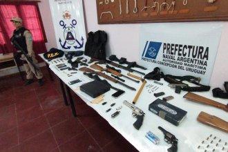 Pistolas, escopetas y rifles: Secuestraron un gran arsenal y detuvieron a dos personas