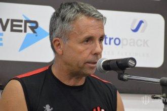 Patronato confirmó la continuidad de Gustavo Álvarez al frente del equipo
