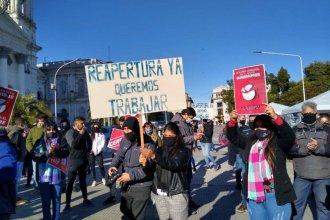 """Hoteleros y gastronómicos se movilizaron en Paraná: reclaman que los """"dejen trabajar"""""""