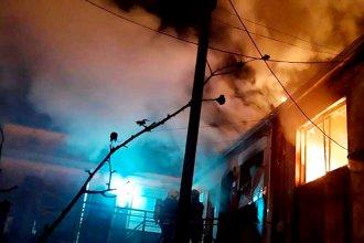Incendio seguido de explosión generó momentos de tensión en el barrio y un traslado al hospital