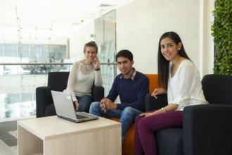 Brindan créditos para la inserción laboral de jóvenes profesionales de entre 18 y 35 años