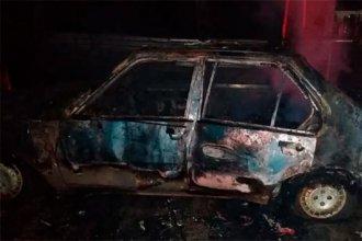 Encontraron un auto envuelto en llamas y su conductor, de 71 años, sin vida en el interior