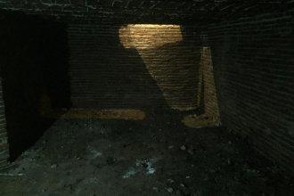 Histórico hallazgo en Concepción del Uruguay: el dueño de un bar encontró un sótano que data de 1850