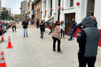 Sueldos y aguinaldos en cuotas: Ruidosa protesta de trabajadores de Canal 9 y la productora de Cristian Bello