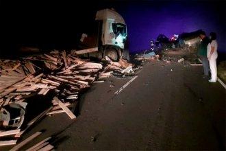 Camionero entrerriano protagonizó violento choque e incendio en la ruta