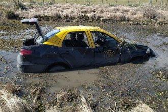 Circulaba en su taxi por la Autovía Artigas y terminó en un pantano