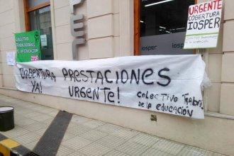 """Frente a las puertas de IOSPER, exigen una """"pronta solución"""" a la interrupción del convenio con los Sanatorios"""