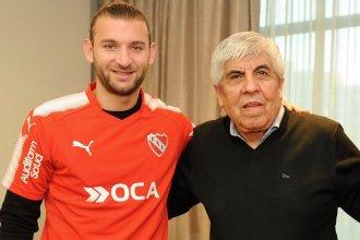 Fuego cruzado entre un futbolista nacido en la costa del río Uruguay y el club que presiden los Moyano