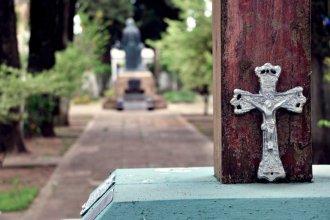 Los fines de semana y en grupos reducidos, habilitaron las visitas al cementerio de Colón