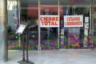 """""""Cierre total"""": el cartel en el shopping que sorprendió a los vecinos de Colón"""