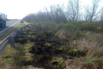 """Varios focos de incendio afectan la vera de una ruta nacional que atraviesa Entre Ríos: """"Transitar con precaución"""""""