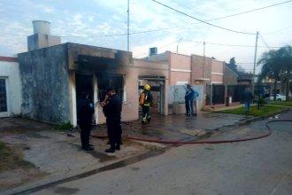Atrapado entre las llamas, perdió la vida al incendiarse su casa
