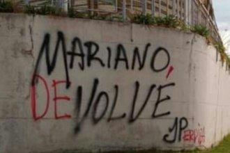 Llamativa pintada en un hotel sindical, provocó desmentida de la Juventud Peronista