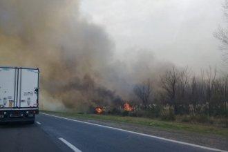 Por incendio de pastizales, la visibilidad está reducida en ruta entrerriana