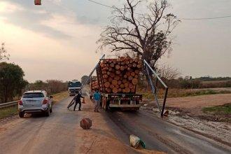 Un camión se llevó puesto el arco desinfectante