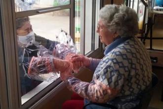 El ingenio de un geriátrico entrerriano para que los internos no pierdan el vínculo con sus familias