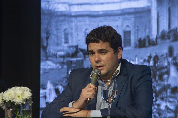 Bastian elogió la reestructuración de la deuda y fustigó la herencia de Macri