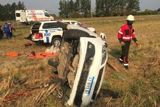 Despiste en Ruta 14: el auto quedó haciendo equilibrio sobre un costado