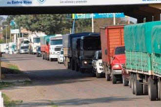 Por no contar con hisopado negativo, Santa Fe impidió el ingreso a 257 vehículos de Paraná