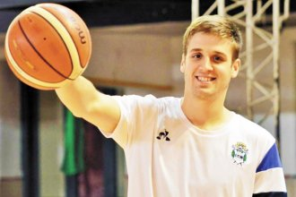 Un basquetbolista es el primer deportista voluntario para la vacuna del Covid-19