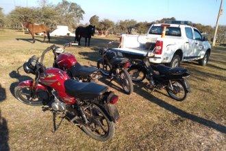 Abandonaron sus motos cuando la Policía los descubrió corriendo picadas