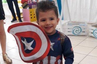 """La historia detrás del """"superhéroe"""" entrerriano que dio vida a cinco chicos: emotiva despedida con globos rojos"""