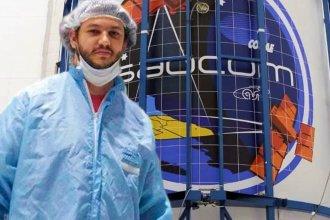 """""""No tener temor a las matemáticas"""" es el mensaje del ingeniero entrerriano que participó del lanzamiento del satélite argentino"""