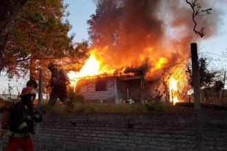 Un hombre de 84 años dejó la hornalla prendida y su casa se incendió por completo