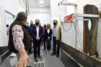 Bordet visitó obras en la ruta provincial 6 y el frigorífico ovino de Mansilla