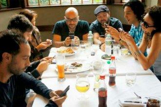Ey, te llegó un WhatsApp: conversaciones y democracia en tiempos de redes sociales