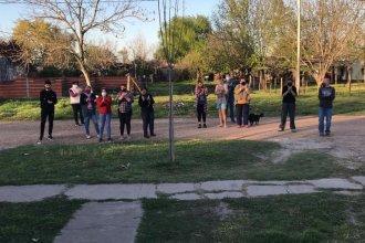 Gran gesto: vecinos se congregaron frente a la casa de una enfermera con Covid y le agradecieron su trabajo