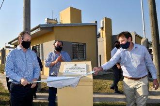 Con entrega de viviendas y planes de obras, Bordet y Cresto pasaron por el departamento Concordia