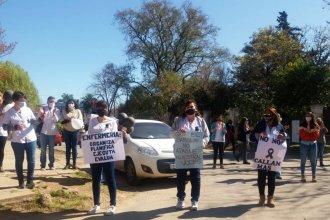 """""""Nuestro sueldo está por debajo de la canasta básica"""": el reclamo de los enfermeros del departamento Colón"""